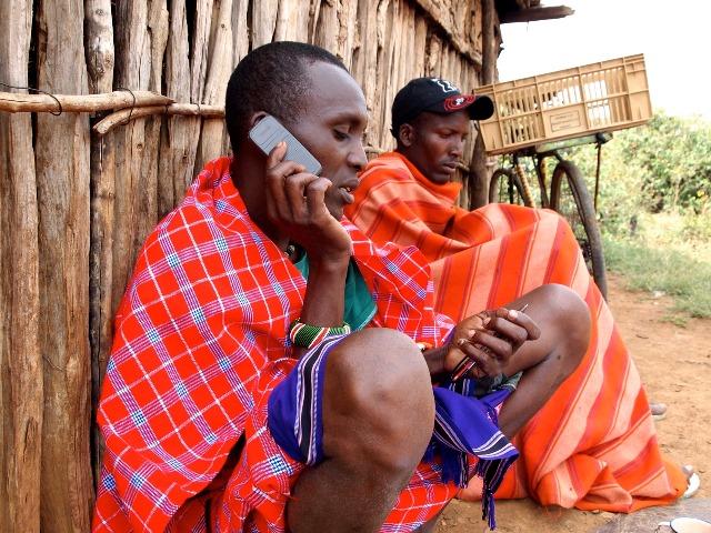 「アフリカ ケータイ」の画像検索結果